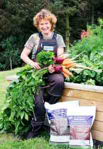 Jennifer Broie with REMIN veggies at Woodblocx raised bed-1